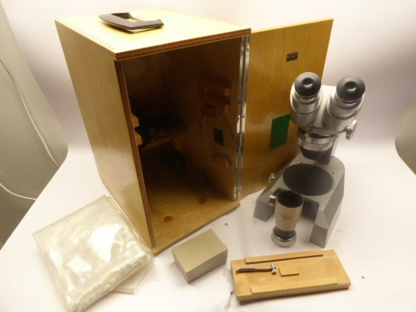 Hertel Reuss microscope with accessories in the box